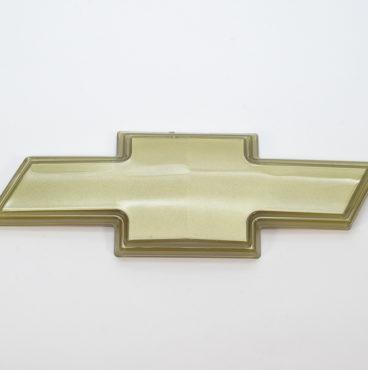 Заводской знак - CHEVROLET 185х77 жёлтый крест без ремки Китай