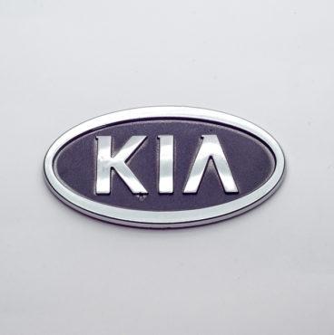 Заводской знак - KIA с ножками 100х56 Китай