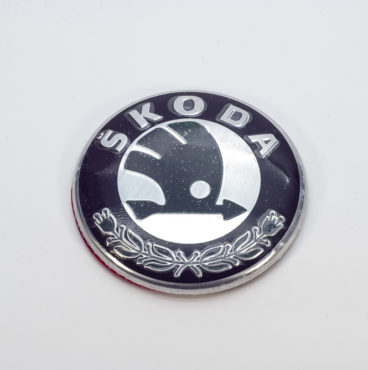 Заводской знак - SKODA с ножками D=79 Китай