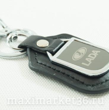 Брелок на ключ кожаный с металлич вставкой логотипа авто LADA