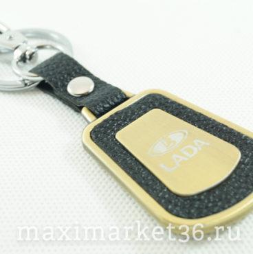 Брелок на ключ металлический с кожаной вставкой и логотипом авто LADA